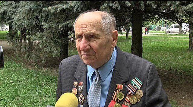 Напередодні 9 травня мешканці Шевченківського району поклали квіти до пам`ятного знаку